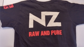 Pro Bestellung kann nur ein Gratisartikel eingelöst werden! NZ Raw And Pure GIRLIE-SHIRT